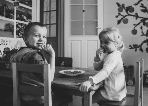 Picture of two young kids. Play therapy available at Wellview Counseling Rosewell, GA near Atlanta. 30076